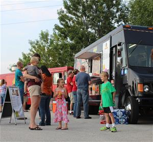 Photo of a Food Truck Night at St. Charles County's Heritage Museum.