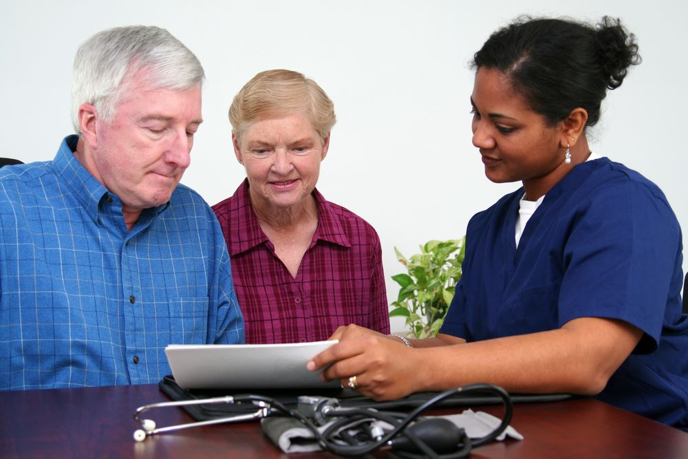 Health Checkup_nurse with two adults